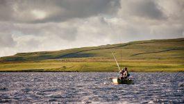 Loch Style Fliegenfischen Malham Tarn – feiste Wellen, buschige Fliegen, heikle Forellen